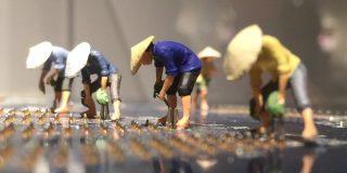 「はんだづけ職人の朝ははやい」見立て作家・田中達也氏の作品に「発想がすごい」「この職人欲しい」の声 - Togetter