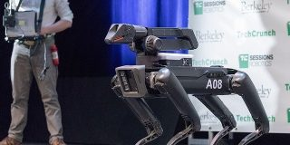Boston Dynamics、4足歩行ロボット「SpotMini」を2019年に発売へ - CNET