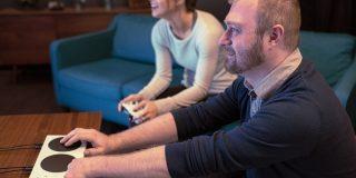マイクロソフト、障がい者向けゲームコントローラ「Xbox Adaptive Controller」 - CNET