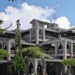 これが市役所?沖縄のとある市役所が要塞感スゴ過ぎて話題に「これどうなってんの?」「行方不明者出るやつ」 – Togetter