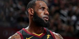 なぜレブロン・ジェームズは右手の骨折を隠し続けたのか? | NBA Japan