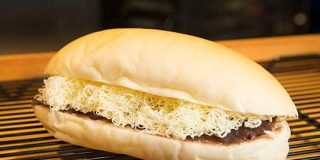 削りバターがインパクト大!見た目やライブ感も楽しいコッペパン | NewsWalker