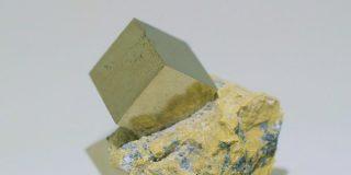 愚者の金と呼ばれる鉱物「黄鉄鉱」が採掘される場面にワクワクが止まらない人々 - Togetter
