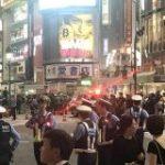 サッカーW杯日本初戦勝利の瞬間、DJポリスも出動しスクランブル交差点ではなくなった渋谷駅前交差点の様子 – Togetter