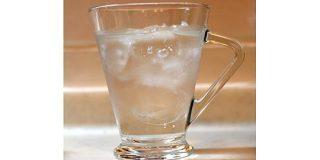「氷水に氷が浮くのは異常」実はヤバすぎる液体「水」の不思議な性質とは - ねとらぼ