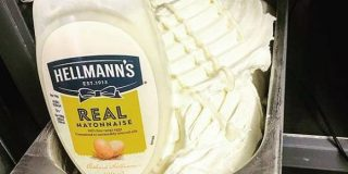 マヨラーならいける!のか?マヨネーズががっつり入ったアイス「マヨネーズ・アイスクリーム」がスコットランドで爆誕 : カラパイア