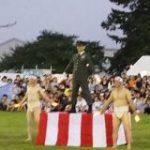 習志野第一空挺団 大隊長のオタ芸! 日本最強レベルの兵士が夏祭りでキレキレの芸を披露 – Togetter