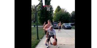 【その発想はなかった】おじさんがバスケの試合で見せた「天才的なフェイク」にネット民が大笑い | ロケットニュース24