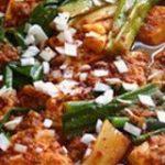 旨すぎて止まらないっ!「豆腐とねぎの旨辛煮」はご飯がモリモリ進む味 | クックパッドニュース