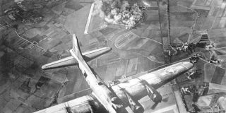 第二次大戦の空襲のエネルギー、宇宙に達していた | ナショナルジオグラフィック