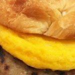 バーガーキングの「クロワッサンドイッチ」最強説! ふわふわバーガーが高貴すぎてマリーアントワネットもワインはいかがと招くレベル!! | ロケットニュース24