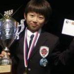 オセロ世界大会で史上最年少優勝した日本人少年が飛行機で帰国→機内で機長が記録を塗り替えられた元少年とのサプライズスピーチをするというアツすぎる展開に – Togetter