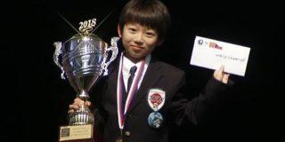 オセロ世界大会で史上最年少優勝した日本人少年が飛行機で帰国→機内で機長が記録を塗り替えられた元少年とのサプライズスピーチをするというアツすぎる展開に - Togetter