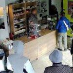 『お金を用意するからまた後で来て』店主を信じて素直に戻ってきた強盗グループを逮捕 – Togetter