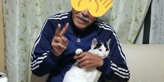 約1ヶ月前、猫を飼うことに猛反対していた父の現在の姿がこちら「当然の結果というか…」 - Togetter