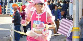 速すぎるプリキュアランナーが神戸マラソンに帰ってきた!陸連の登録を外れるも快走する姿が話題に - Togetter