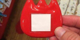 日本人には幼稚園児の名札に見える絵文字は、外国人には何なのかさっぱりわからず『燃えるトーフ』と呼ばれていた - Togetter