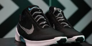 Nike、自動紐締めスニーカーの低価格版を来年発売へ | TechCrunch
