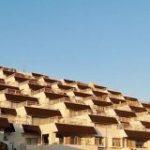 斜面に建てられたマンションは見てるだけでワクワクが止まらない「これはエモい」「近未来感ある」 – Togetter