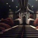 『バーでバレずに水戸黄門のテーマを弾く方法』の動画がかっこいいと話題に「名曲はどんなアレンジしても強い」 – Togetter