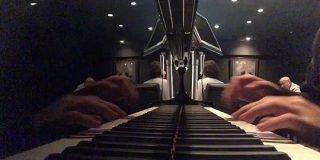 『バーでバレずに水戸黄門のテーマを弾く方法』の動画がかっこいいと話題に「名曲はどんなアレンジしても強い」 - Togetter