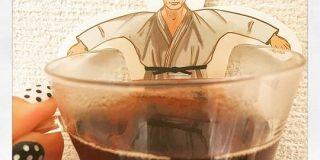 【プーチン】ロシア土産の紅茶が強すぎるデザインだった「流石おそロシア」「どう見ても血の海の中で満足げにしてるようにしか見えない」 - Togetter