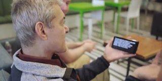 Googleがスマホ上で音声をリアルタイムでテキストに起こすアプリを聴覚障害者向けに開発 - GIGAZINE