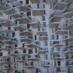 フランスに建設中のマンションがめっちゃ個性的で面白い「これどうなってんだろう」「ダンジョンでしょ」 – Togetter