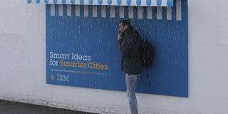 パリの街に設置されたIBMの広告、ちょっとのアイデアで人の役に立つデザインが話題に!ただの広告に収まらないのがすごい - Togetter