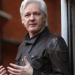 「ウィキリークス」の創設者、ジュリアン・アサンジ容疑者を逮捕|CNN
