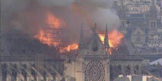 パリ ノートルダム大聖堂で火災 中央部分が崩落 大きな被害 | NHKニュース