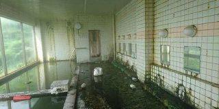 廃業当時の残留物、廃墟に湧き続ける温泉…北海道の「雷電温泉」の神秘と侘び寂び!その中で1軒だけ営業する旅館も - Togetter