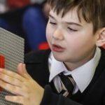 レゴブロックの突起が点字になった「LEGO Braille Bricks」が登場 – GIGAZINE