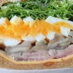絶対に「断面萌え」してしまう……ぶ厚すぎるサンドイッチが近所で大評判のサンドイッチ専門店 – メシ通