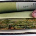 一見普通に見える本の断面だけど、ページを少しずらすと現れる「小口絵」がロマン溢れる!古い洋書とかに見られる粋な芸術です – Togetter
