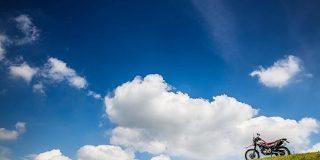 夏だ!バイクだ!北海道だ!(写真は全部埼玉です)→「お埼玉もやるじゃないか」「2枚目の北海道感すごい」 - Togetter