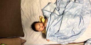 赤ん坊をタイムラプスで撮るとめちゃくちゃ面白いことが判明「大人しくしている時間の短さ分かる」|Togetter