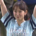 【動画】可愛すぎる吉岡里帆さんの始球式に秋山翔吾さんが神対応 : やみ速