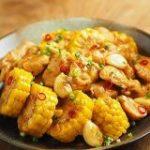 とうもろこしを電子レンジで完璧に蒸す黄金則。鶏むね肉と「甘酢照り焼き」にしたらもう箸が止まらん【筋肉料理人】 – メシ通