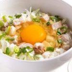 卵かけご飯のような「炒めないチャーハン」!人気ギョウザ店のまかない – たべぷろ