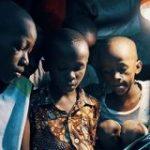 無電化地域に電力を届ける「WASSHA」、関西電力と業務提携 2022年までに、アフリカでの取扱店舗1万店・DAU20万人超を目指す – THE BRIDGE