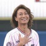ヤクルト×阪神戦の始球式にめっちゃボール投げるショートパンツの美しい人が登場したと思ったら氷川きよしさんだった – Togetter