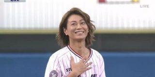 ヤクルト×阪神戦の始球式にめっちゃボール投げるショートパンツの美しい人が登場したと思ったら氷川きよしさんだった - Togetter
