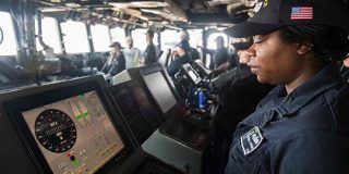 タッチスクリーンをやめて機械的なノブとダイアルに戻す米海軍 | TechCrunch