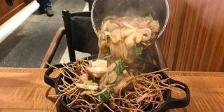 【高級】シンガポールの富士そばでいただいた「鉄鍋スパイシー海鮮あんかけ蕎麦」なるものとは…? | ロケットニュース24
