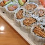 アメリカの寿司屋で$3.50のイナリ寿司を注文してみたら今までになかった斬新なビジュアルのものが出てきた「いなりサシミっていうのもあった」 – Togetter