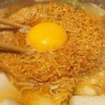 チキンラーメンを鍋に入れるとおいしい! 専用麺が金麦についてるぞ|寅年生まれ肉食ナベコの「なんでも食べてみる」|ASCII.jp