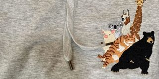 動物がチューチュートレインしてるこの服、それだけでもかわいいのに裏面見たらもう買うしかないやつだった - Togetter