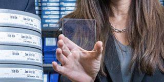 Microsoft、石英ガラスに映画「Superman」の保存に成功。長期保管のコストを削減 : IT速報