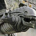 ペイズリー修道院のガーゴイルのこの姿、どっかで見たことある「昔からあったの?」他にもキモ可愛いのいろいろ – Togetter